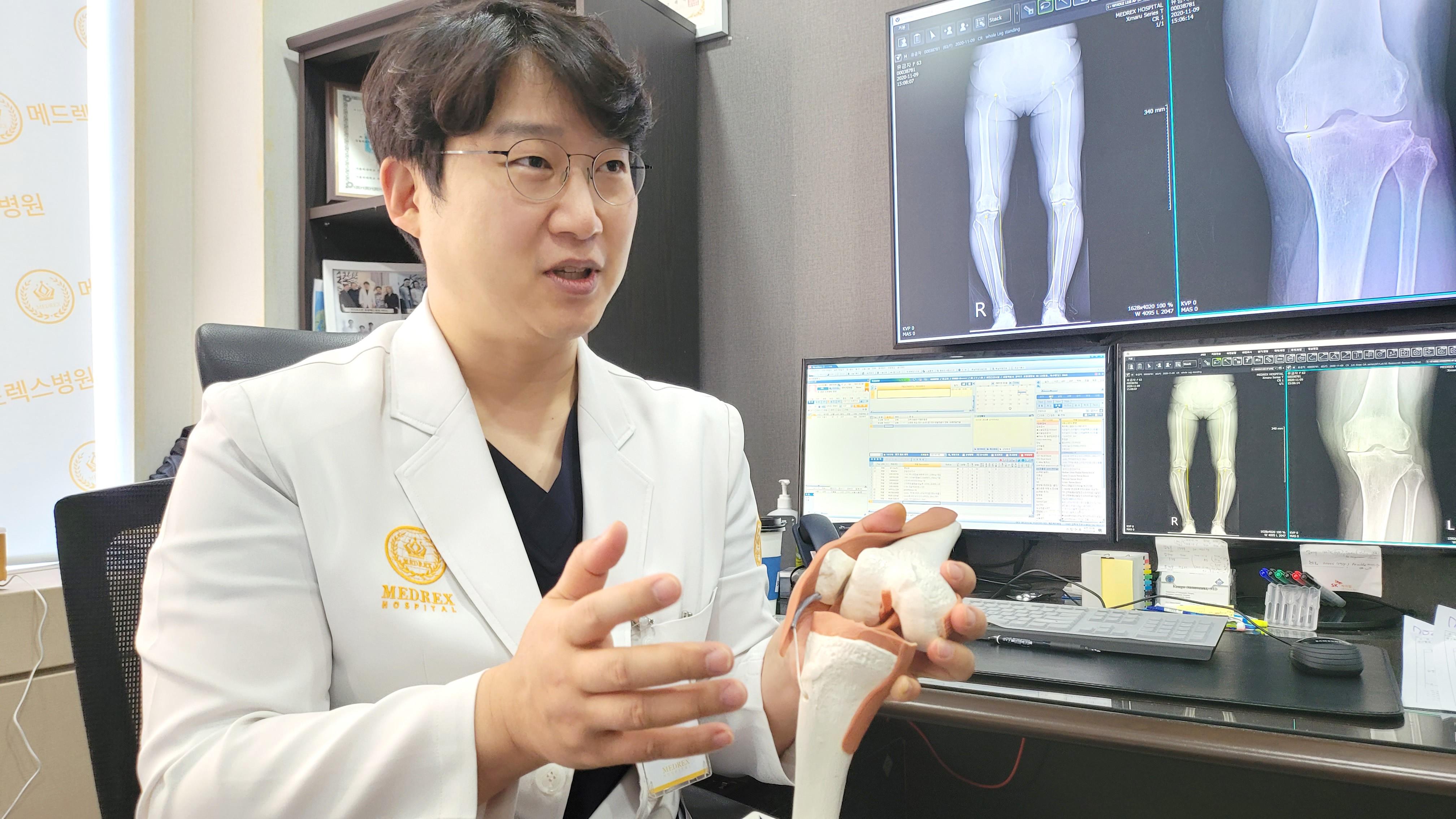 장마철 심해지는 무릎 통증, 젊은 환자도 치료해야