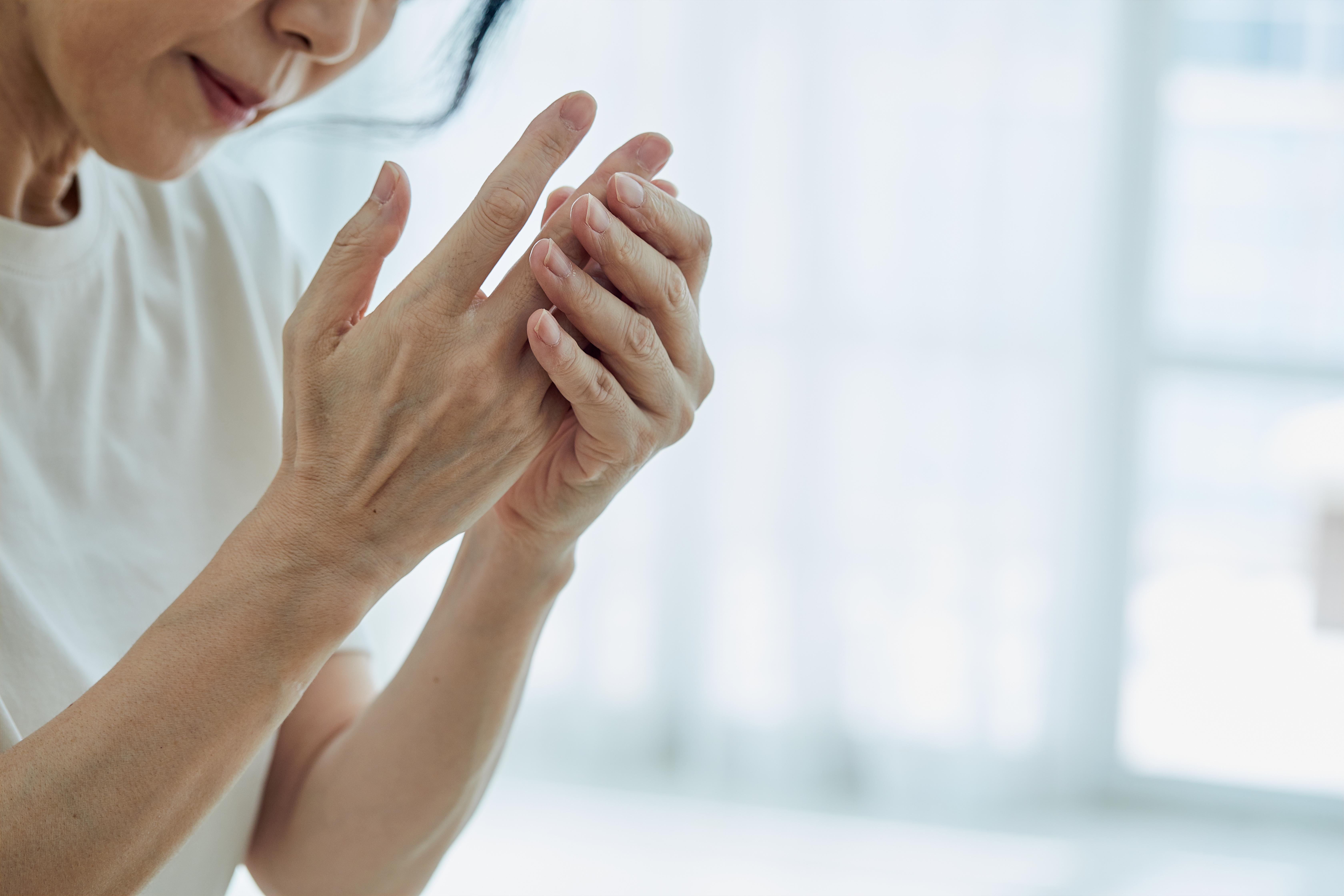 흡연·스트레스·잇몸질환…젊은 층 이것 위험 높인다