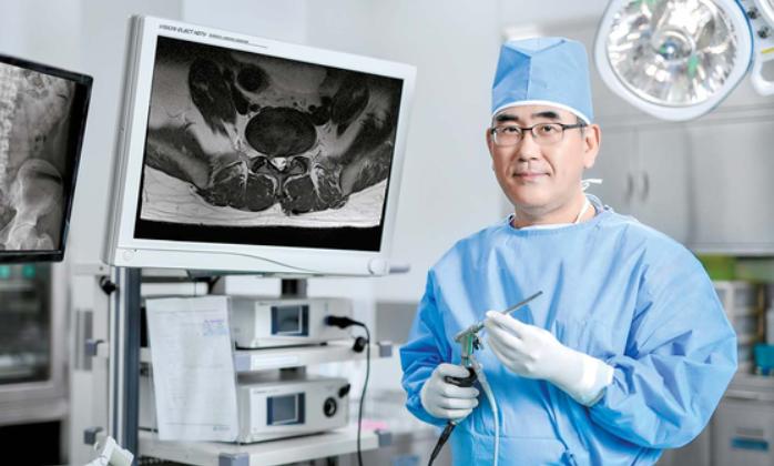 학계가 의심쩍어한 척추 내시경 수술법 꽃피웠다