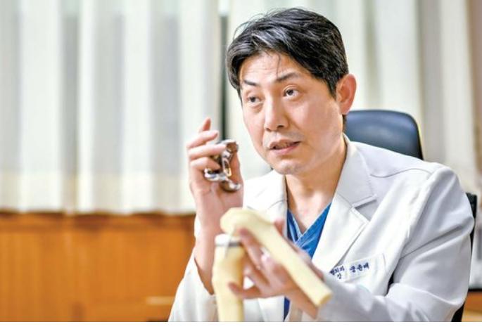 의사·로봇 협력한 맞춤형 무릎 인공관절 수술 정밀도·안전도 높다